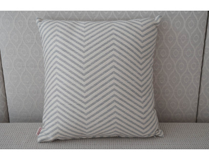 Striped zig-zag pillow case creme-grey