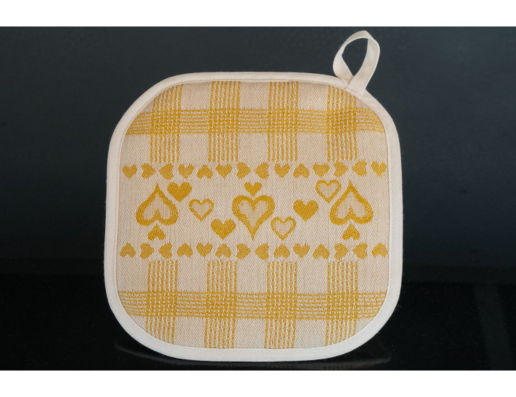 Yellow checkered pot holder with heart decorations